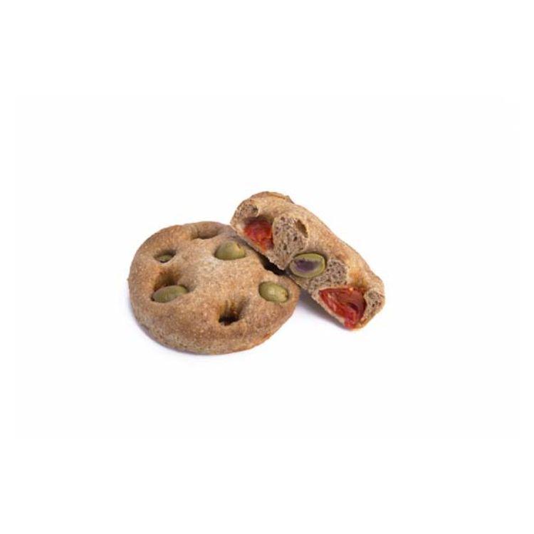 Focacciotta integrale al farro olive e pomodorini