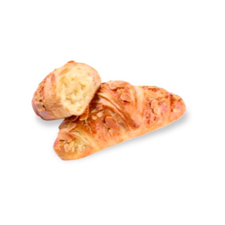 Croissant met marsepeinvulling met boter (18%)